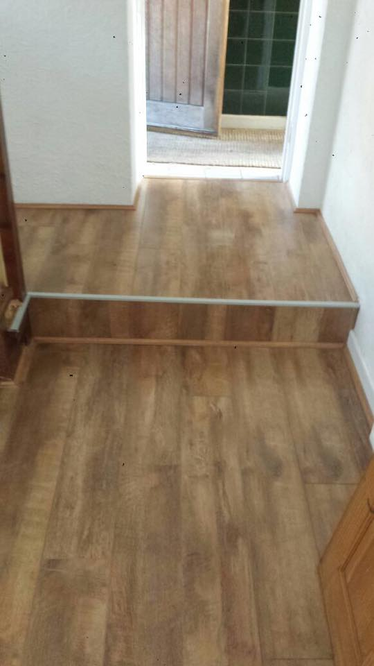 Euroclic beaumont oak natural laminate floor eu4026 for Laminate flooring retailers